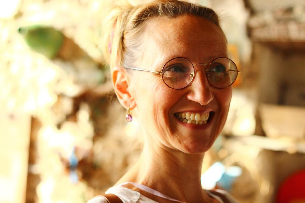 Portrait de Mélanie avec un grand sourire